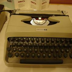 Masina de scris travel UNDERWOOD 18