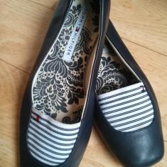 Pantofi din piele firma Tommy Hilfiger marimea 39, sunt noi! - Pantof dama Tommy Hilfiger, Culoare: Negru, Piele naturala